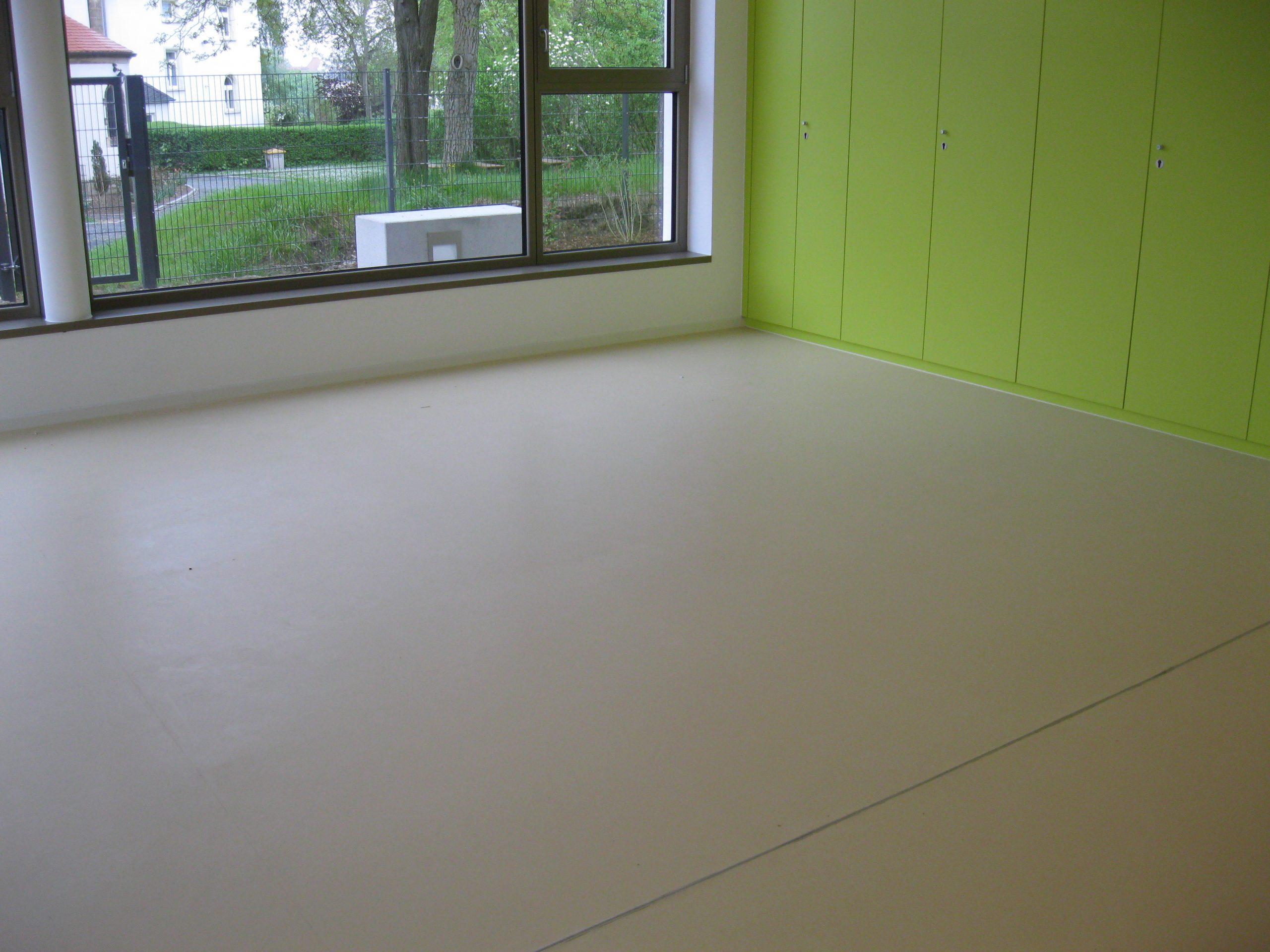 elastische Beläge (PVC, Kautschuk, Linoleum, Kork)